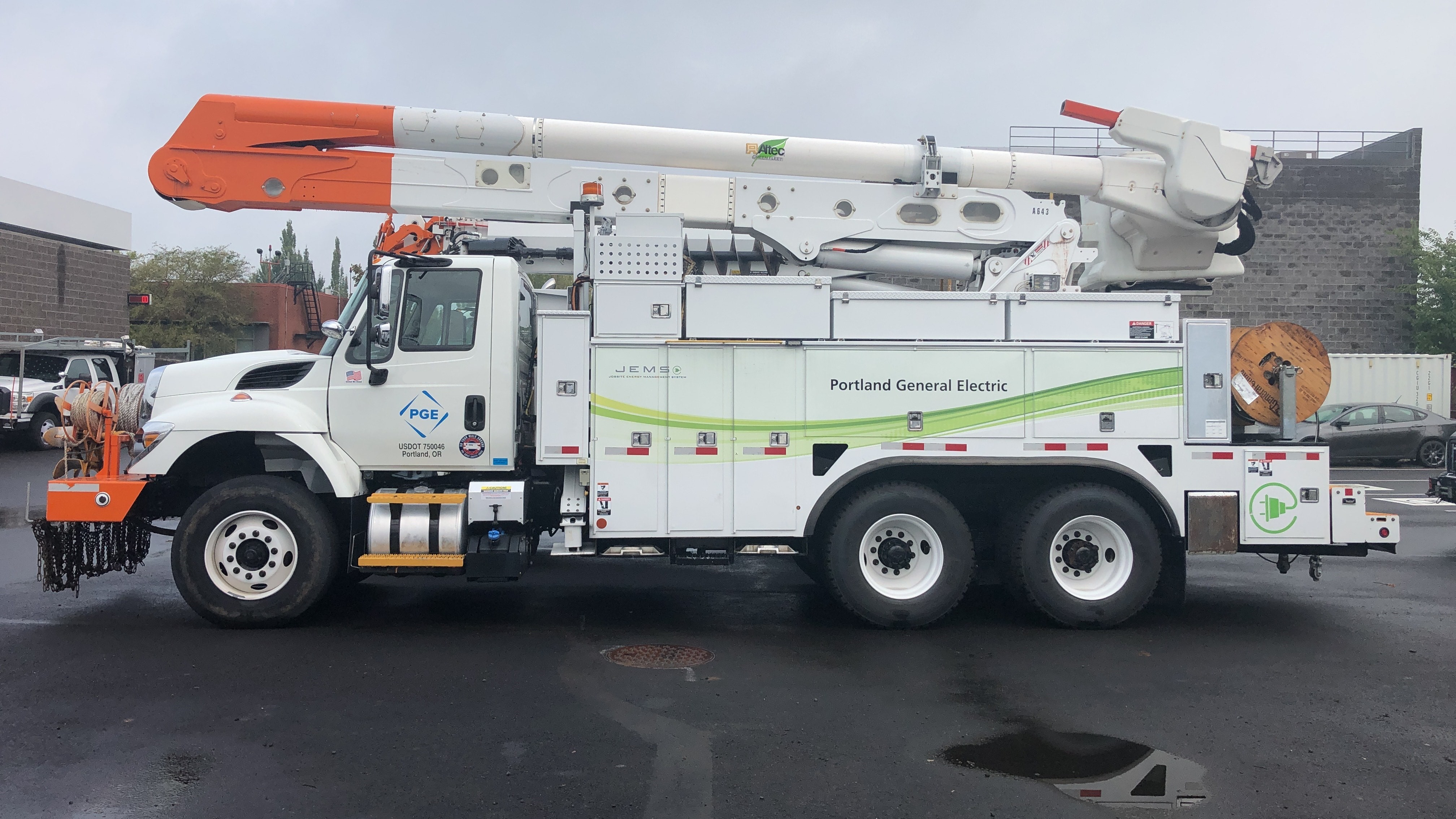 Portland General Electric's electric bucket truck