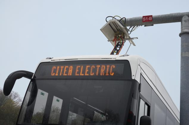 VDL roof and infrastructure mounted pantograph for fast charging