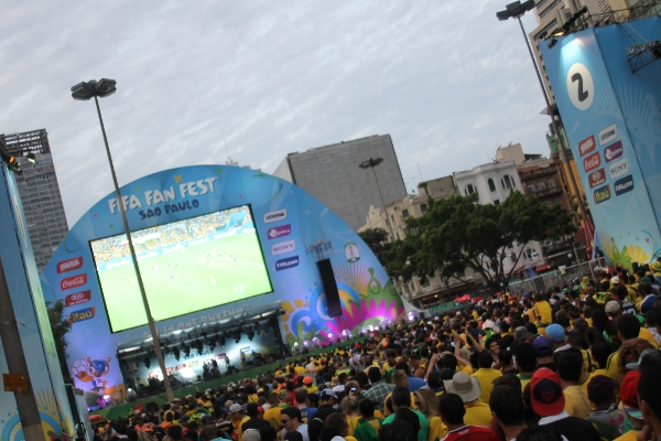 Panoramic view of São Paulo Fan Fest during the Uruguay/Colombia game