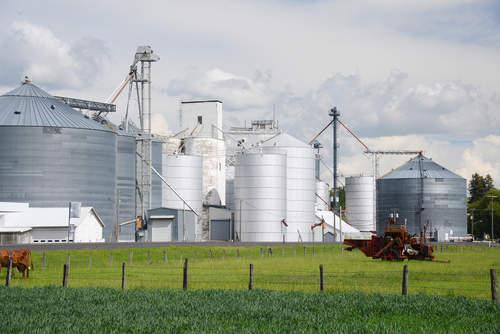 industrial farm vs. agroecology