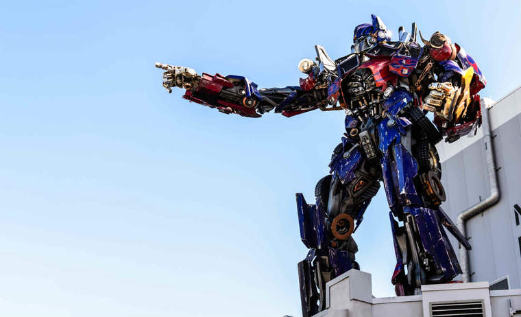 Optimus Prime pointing to the left