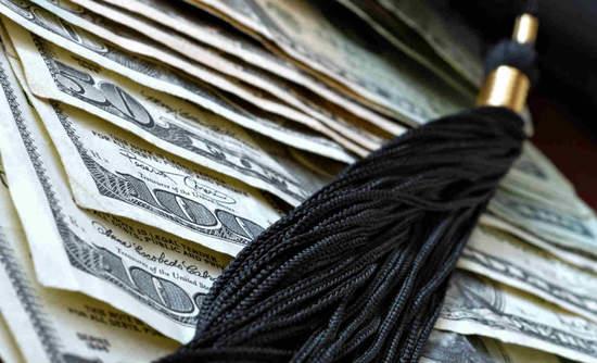 Tassel on cash