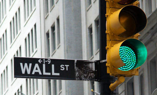 Image of Wall Street sign with greenlight by Roman Slavik via Shutterstock