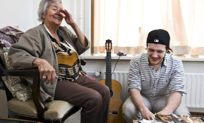 Students and elderly residents enjoy each other's company at Humanitas home.