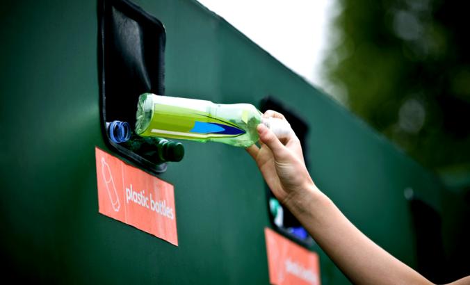 women recycling