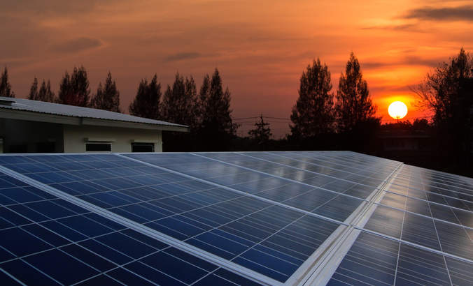 Utilities grapple with the rooftop solar revolution featured image