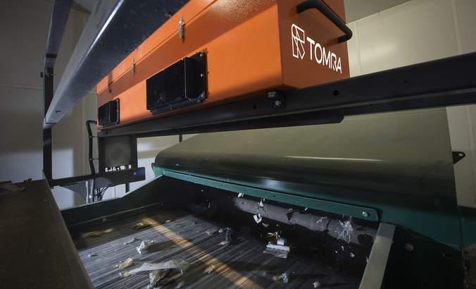 TOMRA recycling technology, artificial intelligence, sensors