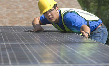How can solar companies get new customers? Cold, hard cash featured image