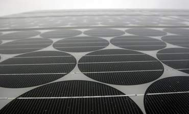 Samsung, LG Planning Solar-Powered Cell Phones featured image