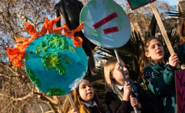 Schoolchidren supporting the climate change strike