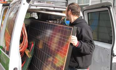 Why a combo of grid-tied solar and battery storage benefits all featured image