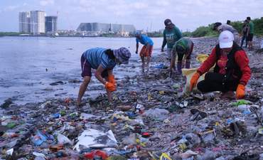 Philippines plastic cleanup