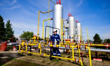 operator at natural gas plant
