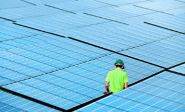 5 reasons solar installers are vertically integrating featured image