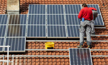 Solar industry added 31,000 jobs last year, census finds featured image
