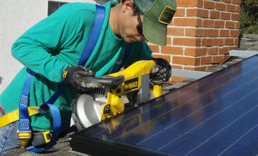 SolarCity seeks to beat the grid by making its own panels featured image