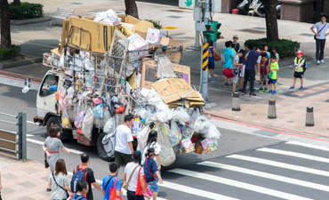 Garbage truck in Taipei