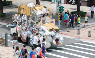 Garbage truck in Taipei