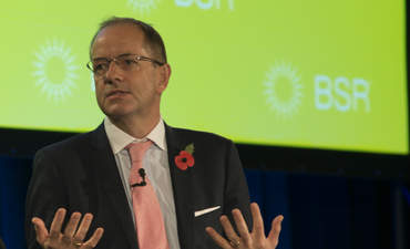 GlaxoSmithKline's CEO: Look to the middle for innovation featured image