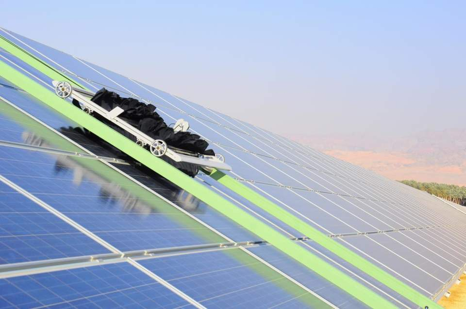 These robots take a shine to cleaning solar panels waterlessly