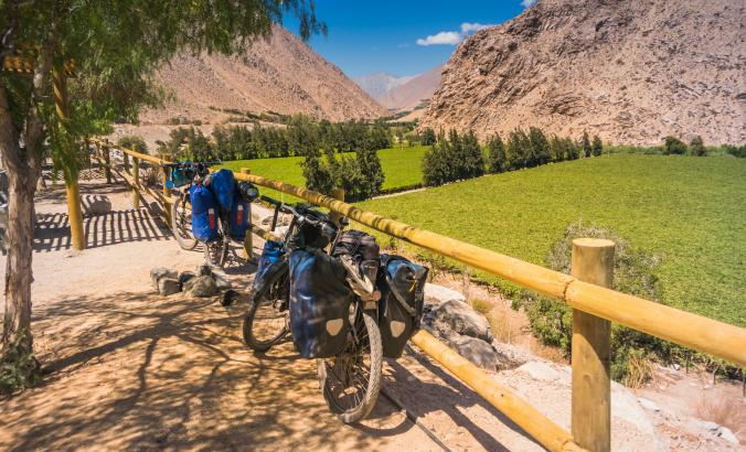 Bike tour by the Andes