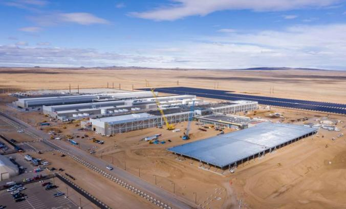 Facebook data center under construction in Los Lunas, New Mexico